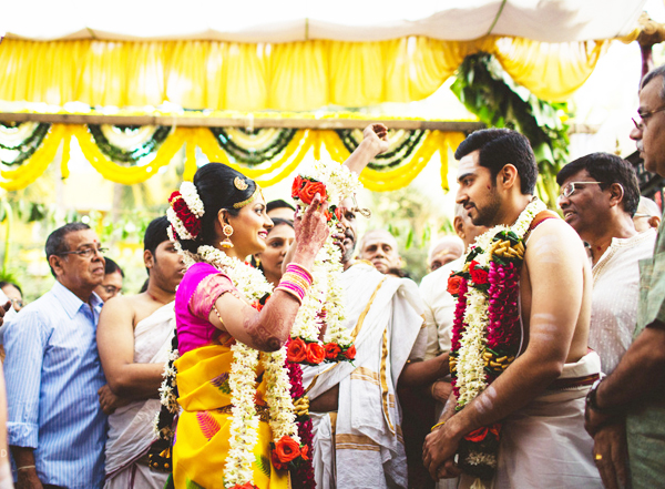 Malai Maatal i.e. garland exchange is a celebrated function between bride and groom.